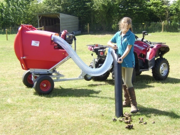 Fast poo picking fields, easy paddock cleaning with paddock vacuum cleaners